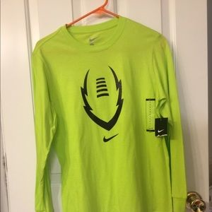 NWT Boys Nike Long Sleeve Tee